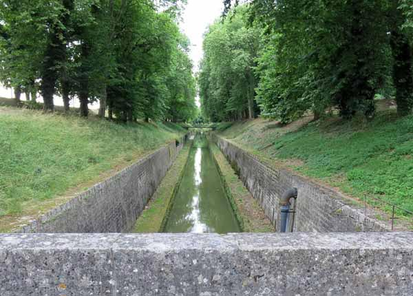 Walking in France: The Canal of Burgundy emerging from its 3 km long tunnel, Pouilly-en-Auxois