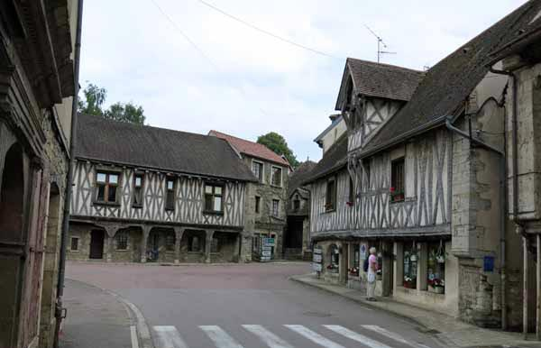 Walking in France: Half-timbered buildings in the centre of Vitteaux