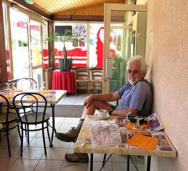 Walking in France: Coffee in le Macarena, Pouillenay