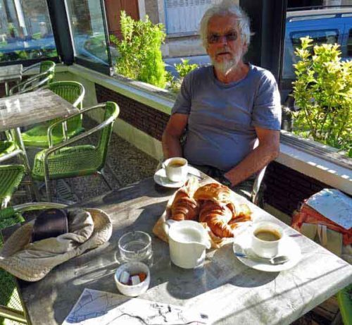 Walking in France: Breakfast in the Chablis Bar