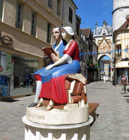 Walking in France: Statue of Restif de la Bretonne, Auxeere