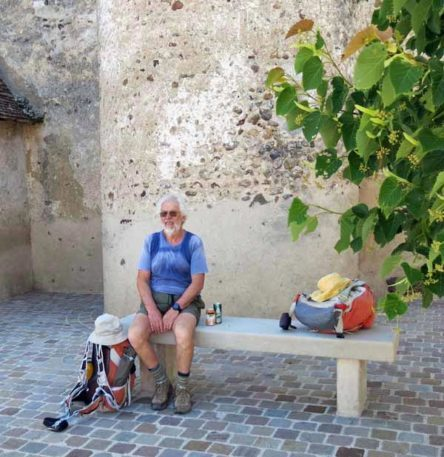 Walking in France: Cold drinks and pizza in front of Mézilles' church