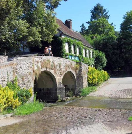 Walking in France: Leaving Mézilles over the hump-backed bridge