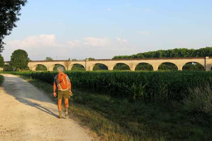 Walking in France: Long railway viaduct across the flood plain