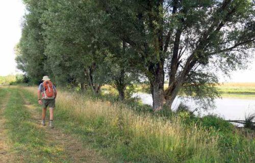 Walking in France: Beside a lake