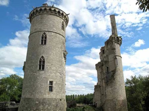 Walking in France: The ruined château of Mehun-sur-Yèvre