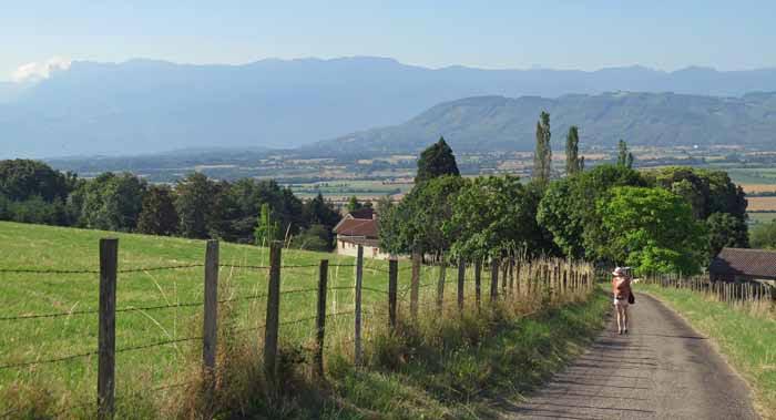 Walking in France: Descending to the plain of Bièvre