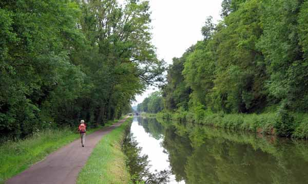 Walking in France: On a dry towpath
