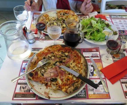 Walking in France: Châtillon-en-Bazois' finest pizzas