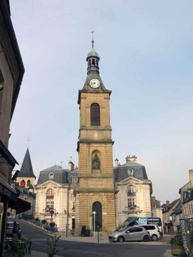 Walking in France: Decize's clock tower and Hôtel de Ville