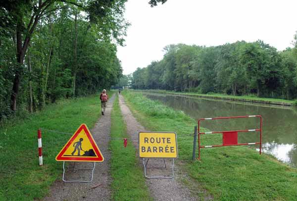 Walking in France: Ignoring a detour sign