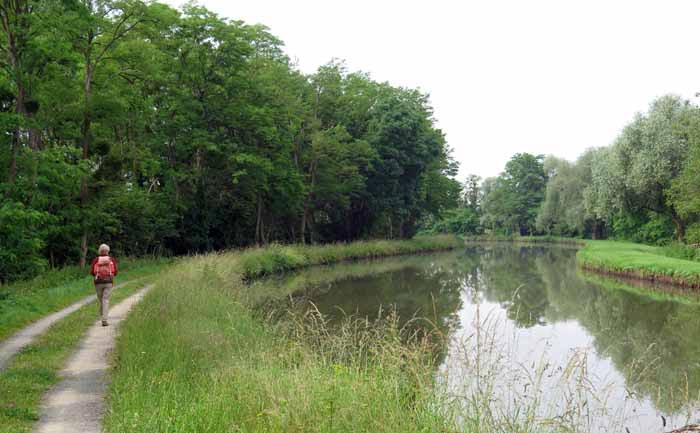 Walking in France: Near Gannay-sur-Loire