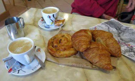 Walking in France: Breakfast at the Café du Commerce, Yenne