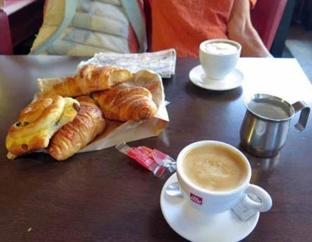 Walking in France: Breakfast