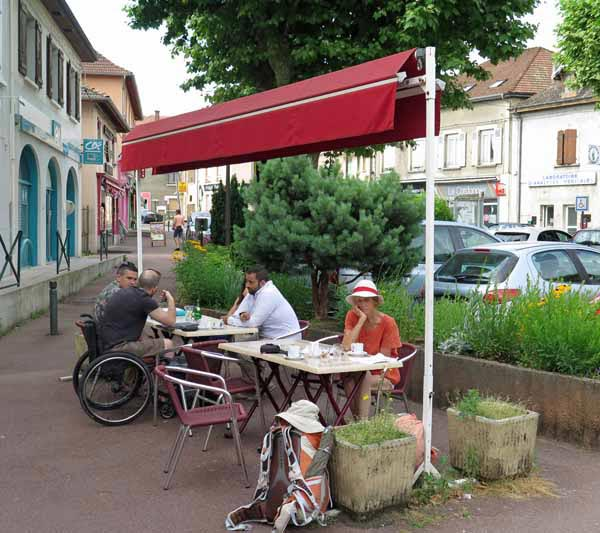 Walking in France: Coffee stop in les Abrets