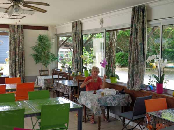 Walking in France: Coffee in the snack bar