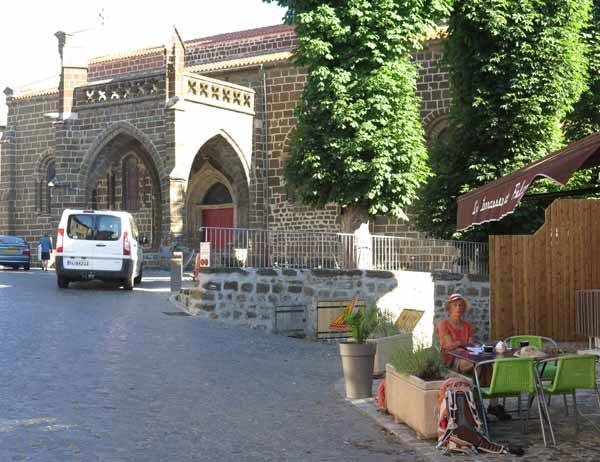 Walking in France: Still no breakfast in Polignac