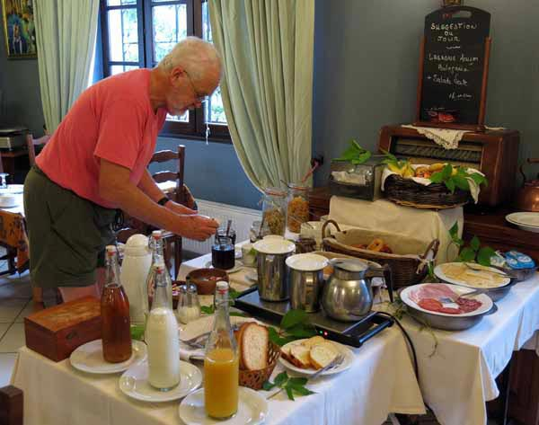 Walking in France: Breakfast at la Manse