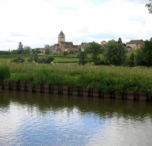 Walking in France: Bazolles, and a hoped for post-lunch coffee