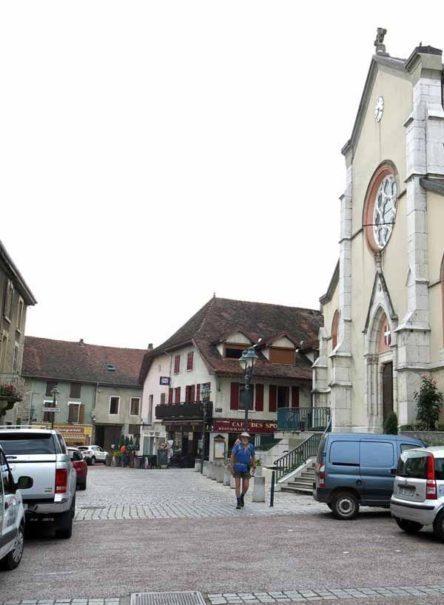 Walking in France: Leaving St-Genix-sur-Guiers