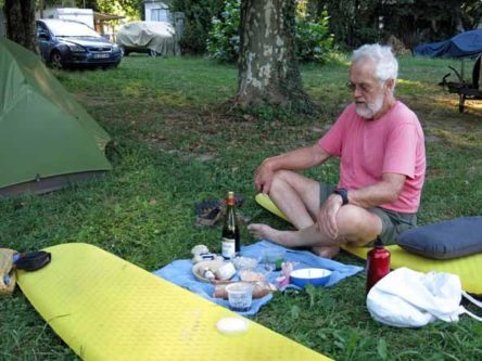 Walking in France: Picnic in the camping ground
