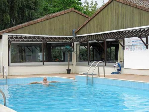 Walking in France: Swimming pool and snack bar, Clonas camping ground