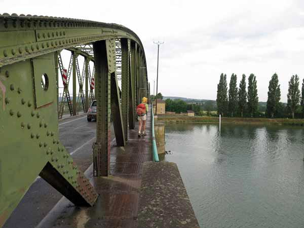 Walking in France: Crossing the Saône