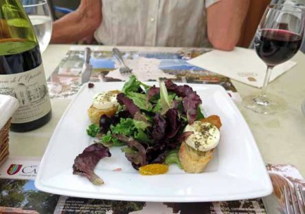 Walking in France: Salade de chèvre chaud to share for starters