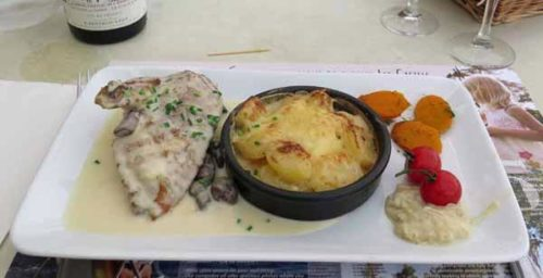 Walking in France: And a poulet à la crème with gratin dauphinois, for mains