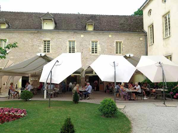 Walking in France: The château's enclosed courtyard restaurant, Château de l'Epervière, Gigny-sur-Saône