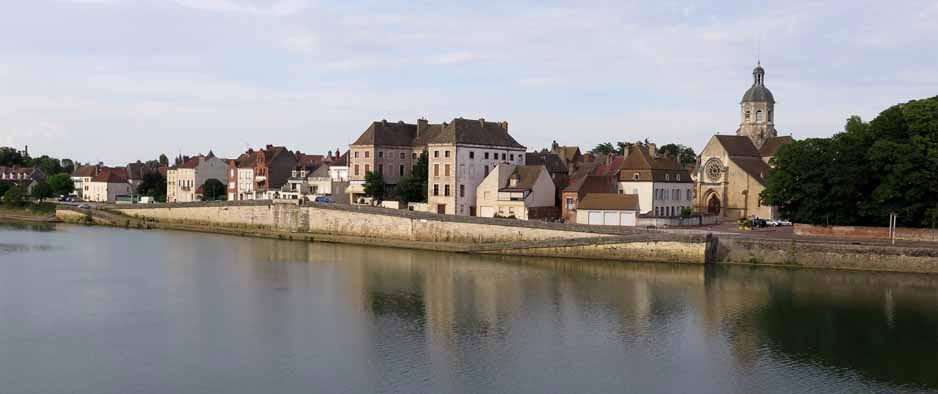Walking in France: Seurre on the Saône