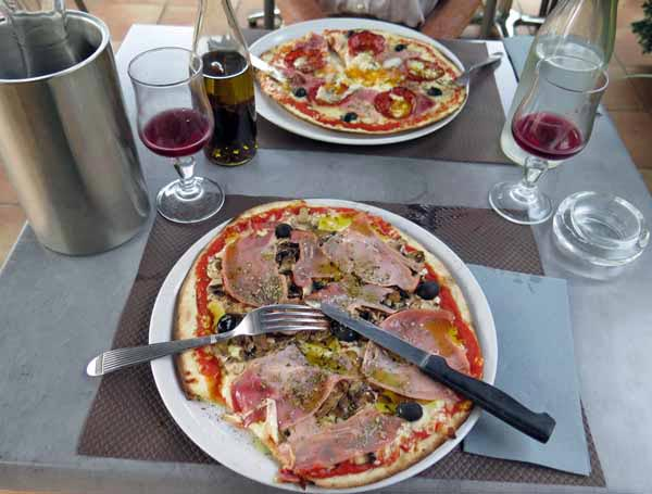 Walking in France: And two delicious pizzas to finish
