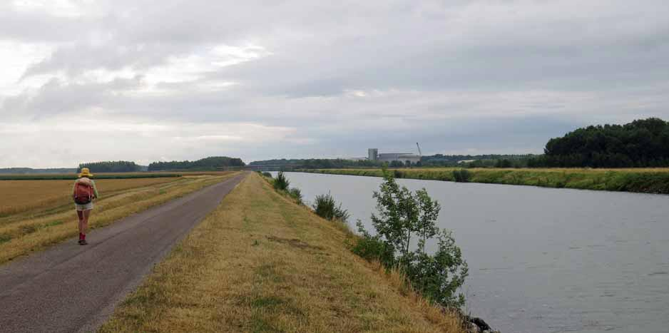 Walking in France: On the Canal de Derivation