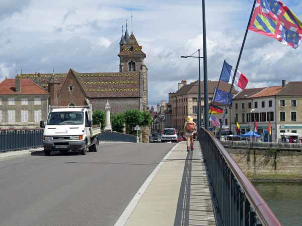 Walking in France: Crossing the Saône for the last time