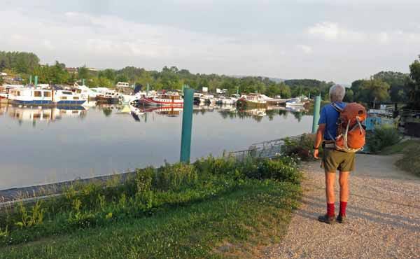 Walking in France: Pont-de-Vaux's boat harbour