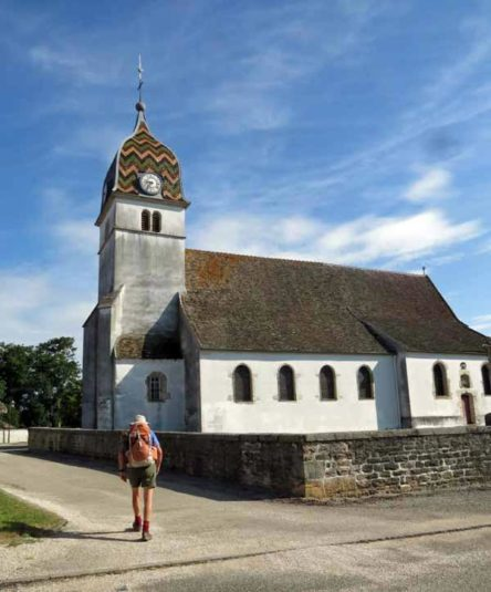 Walking in France: Arriving at the church of Charnay-lès-Chalon