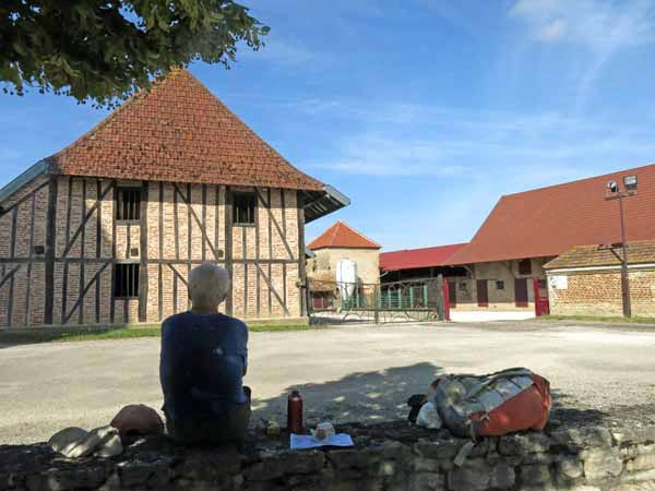 Walking in France: A snack in Charnay-lès-Chalon