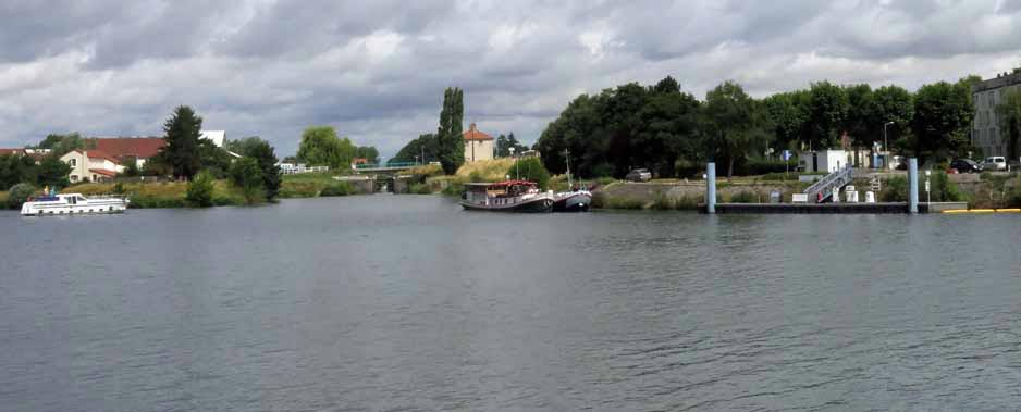 Walking in France: The very end of the Canal de Bourgogne, empting into the Saône.