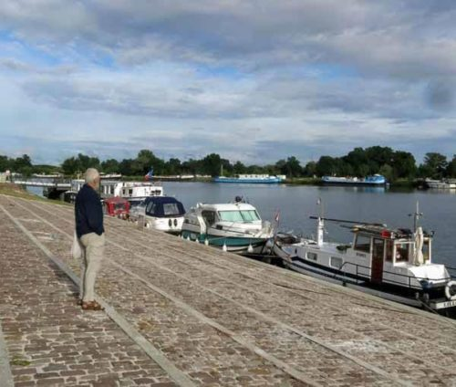 Walking in France: Admiring some of the boats moored at St-Jean-de Losne