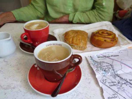 Walking in France: Second breakfast in Brazey-en-Plaine
