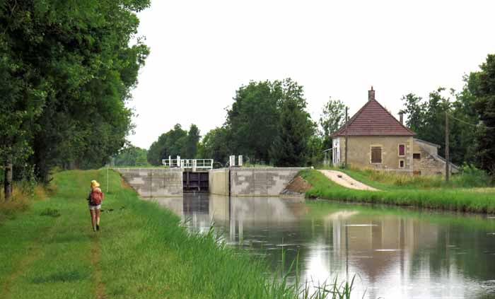 Walking in France: Approaching another lock, Canal de Bourgogne