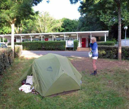 Walking in France: Camping near the sanitaires, Dijon
