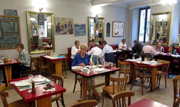 Walking in France: The Café du Nord, Arnay-le-Duc