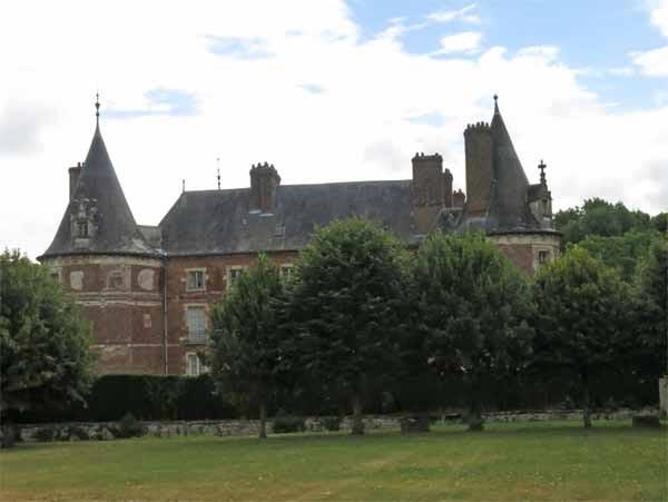 Walking in France: Château of Longecourt-en-Plaine