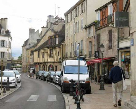 Walking in France: Hungry walker looking for a meal