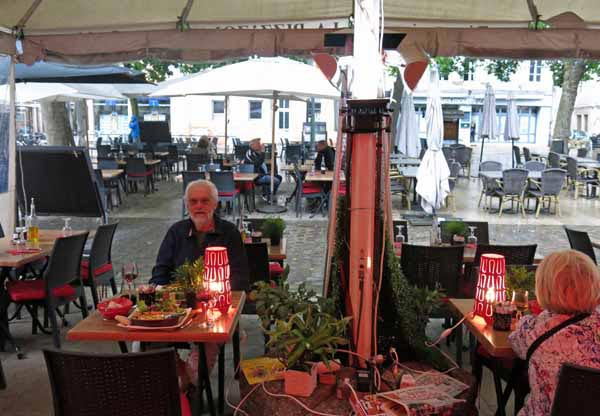 Walking in France: Safely out of the storm in the Pizz'Zola