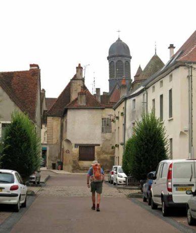 Walking in France: Back in town for breakfast