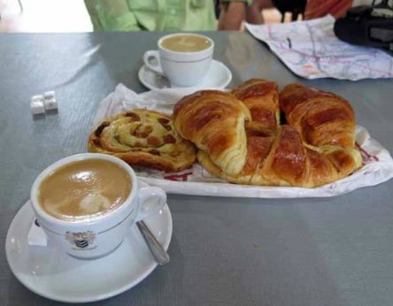 Walking in France: An excellent second breakfast in Vaumas