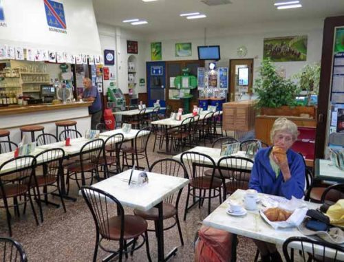 Walking in France: The spacious Café du Cours, almost all to ourselves