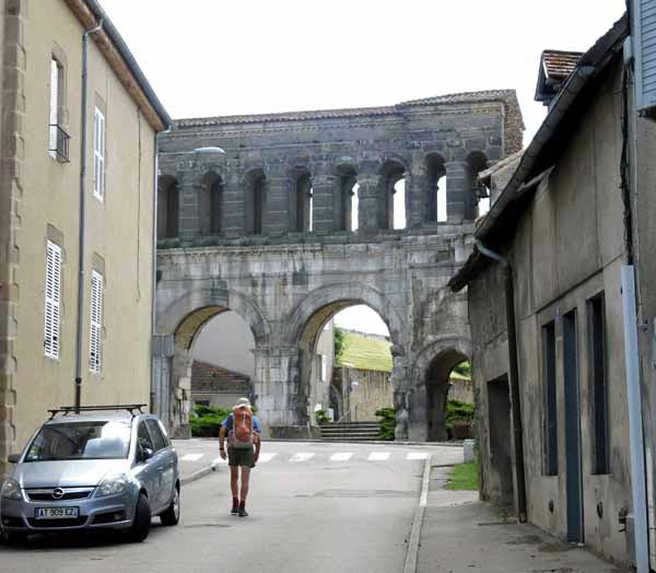 Walking in France: Porte-St-André, Autun